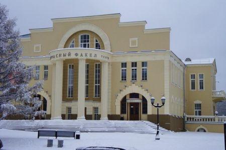 Скамейка. Новосибирский театр Красный факел