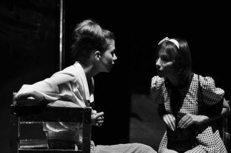 в палающей темноте в молодом театре киев