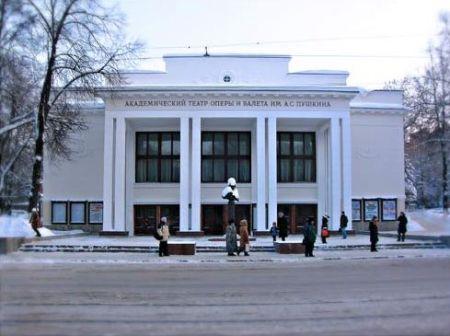 Белая акация. Нижегородский театр оперы и балета
