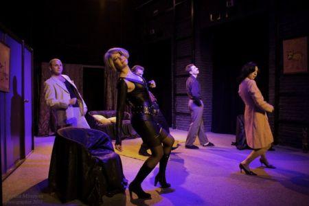 Спектакль Еще один Джексон моей жены. Волгоградский молодёжный театр