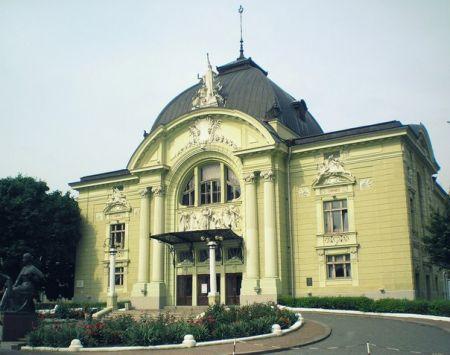 КАРЛСОН, ЯКИЙ ЖИВЕ НА ДАХУ. Чернівецький музично-драматичний театр