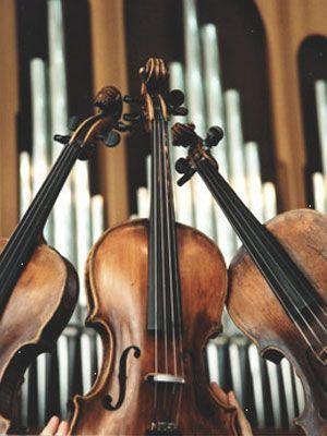 Приглашает симфонический оркестр