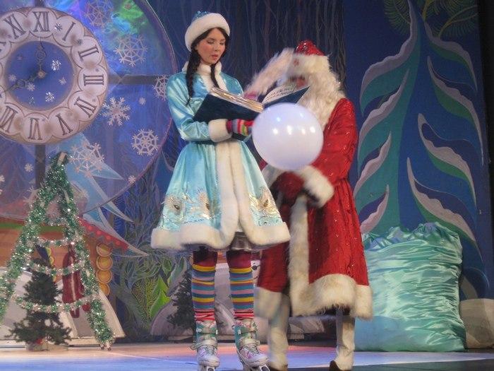 Начало новогодних представлений в Челябинском драматическом Камерном театре.