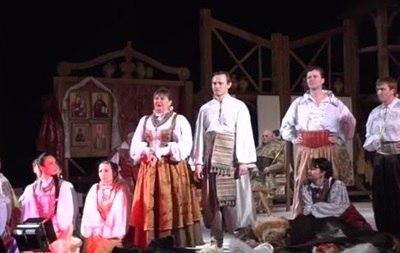 Актори Черкаського театру поскаржилися глядачам на безгрошів'я посеред вистави