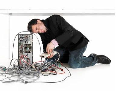 Многие полагают, что компьютерная помощь на дому - это вызов мастера лишь в том случае, когда что-то ломается и не работает. Тем не менее, причина поломки компьютера не всегда бывает видимой. Иногда она кроется в том, что в него попадает вирус.