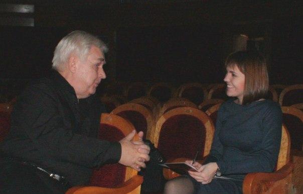 Александр Дмитриевич Хохлов во время интервью.