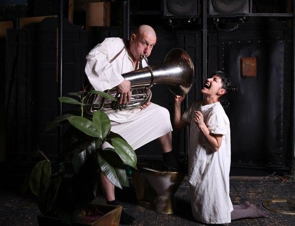 Прем'єра комедії «Гоголь-моголь з двох яєць» за п'єсою М. Ердмана «Самогубець»