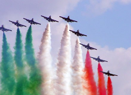 Второй день 50 Международного авиакосмического салона подтвердил жесткую конкуренцию между крупнейшими мировыми производителями самолетов