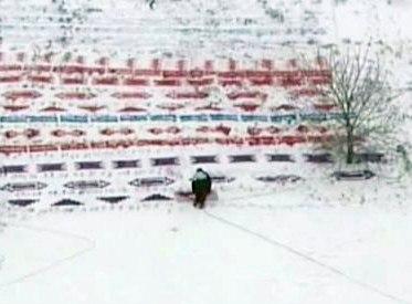 В Донецке разрисовали террикон. Украинский ковер на снегу