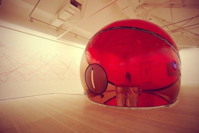 Выставка инсталляций в лондонской галерее Саатчи