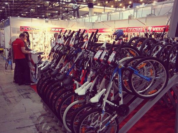 на шанхайской велосипедной выставке
