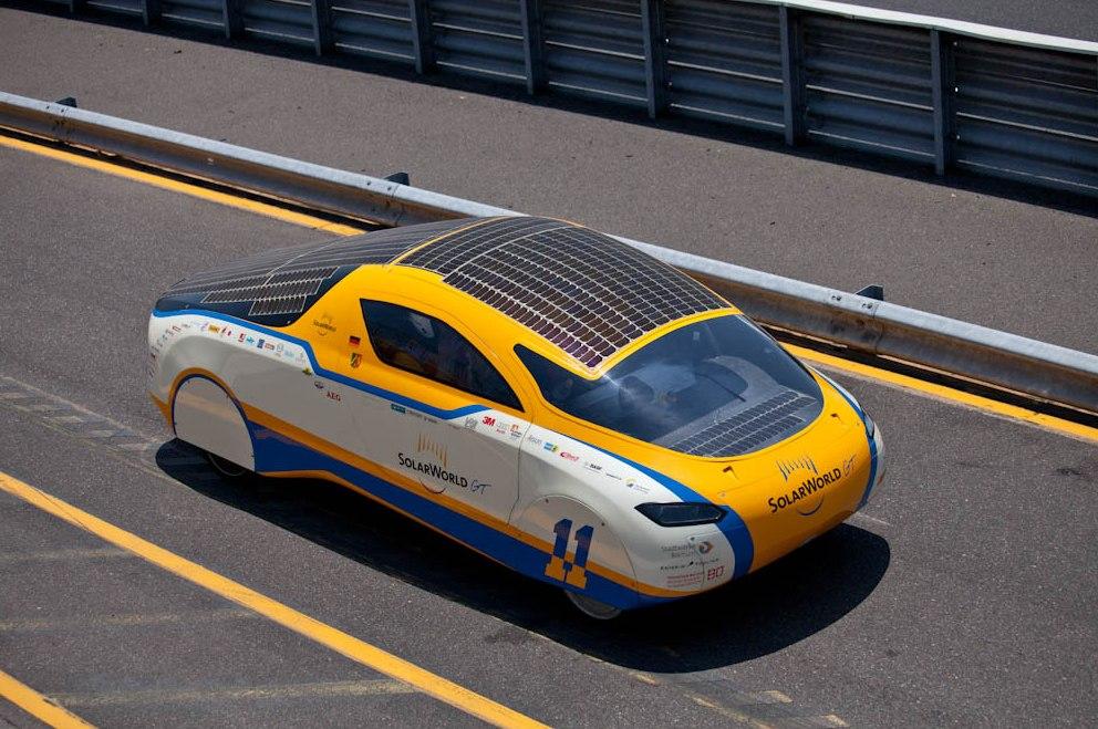 первый в мире автомобиль на солнечных батареях