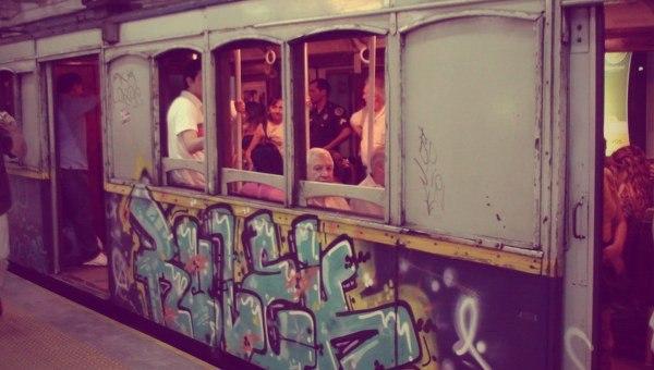 з найстарішими в світі діючими вагонами метро.