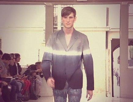 Шелк и цветочные мотивы - в мужскую моду!