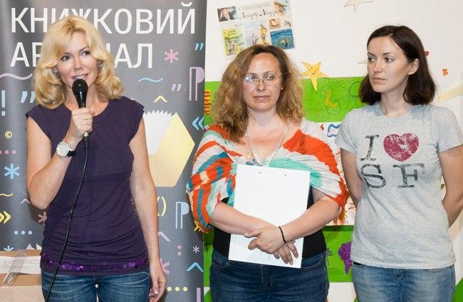 Мистецький Арсенал передав книжки для дитячих лікарень та хоспісів.