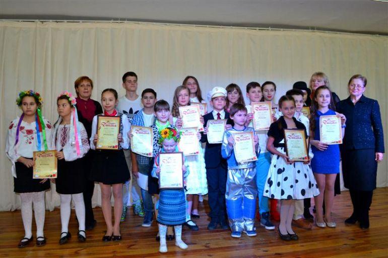 «Барви улюблених мелодій» - песенный праздник в Дзержинском районе г. Харькова