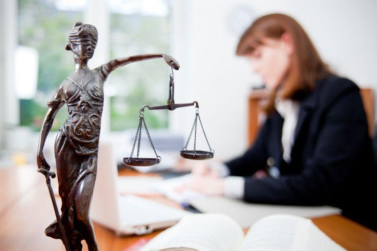 На кого лучше идти на юриста или экономиста произошло, доверяюсь