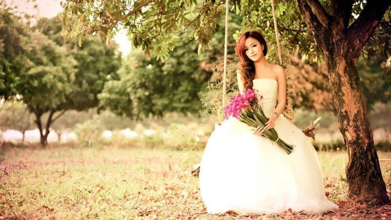 Невеста с букетом цветов