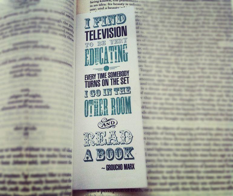 15 симпатичних причин читати паперові книги