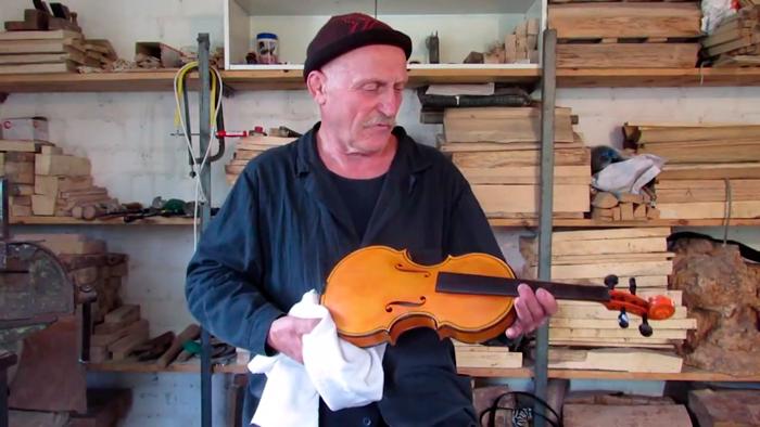 """В Черкасской области местный """"Страдивари"""" создает уникальные скрипки"""