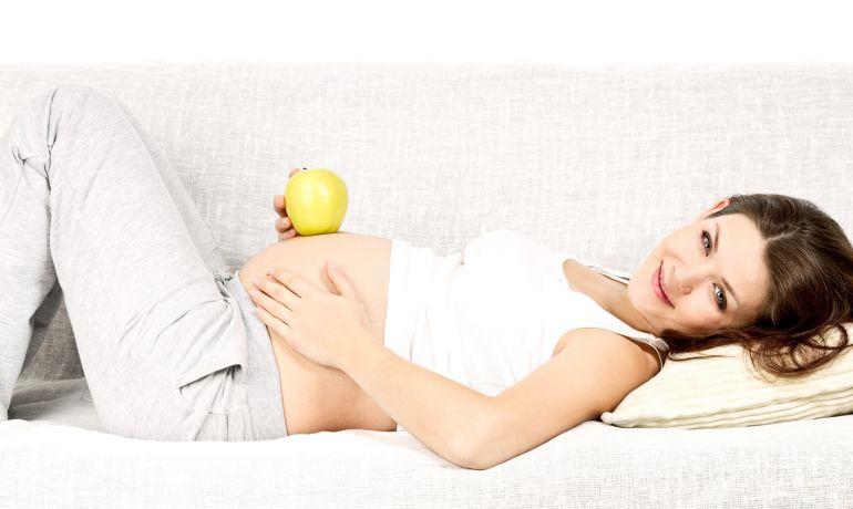 Растяжки при беременности. Как избавиться