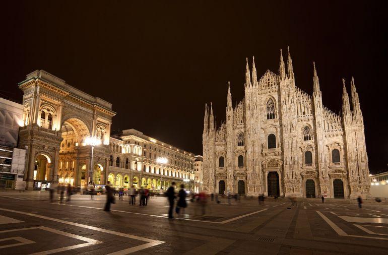 Piazza del Duomo. Милан соборная площадь ночью