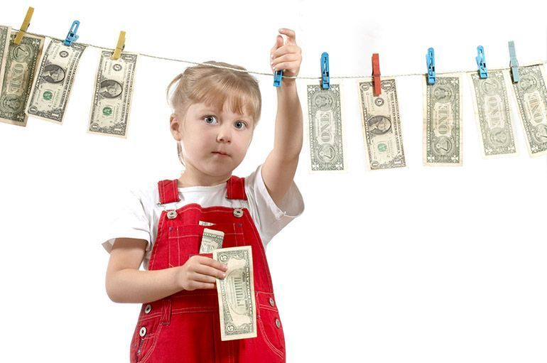 Девочка и деньги. Ребёнок. Деньги