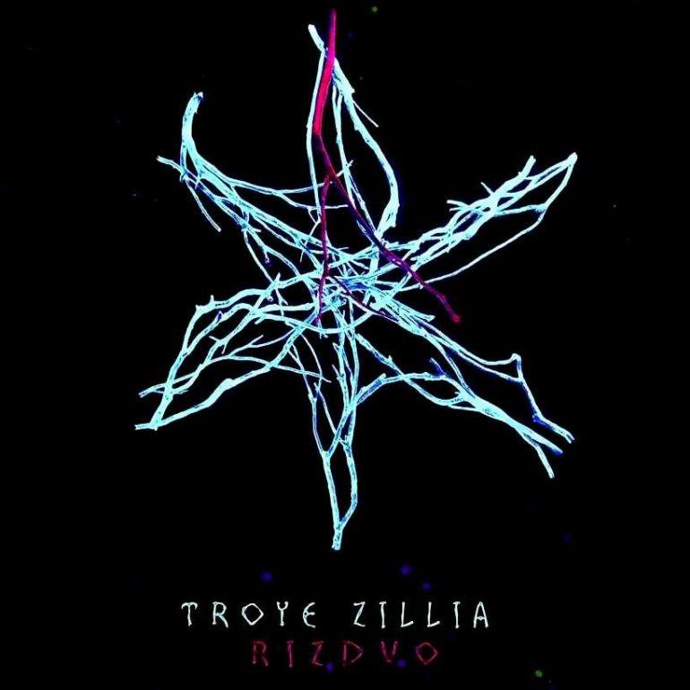 Різдвяна містика у новому альбомі від Troye Zillia