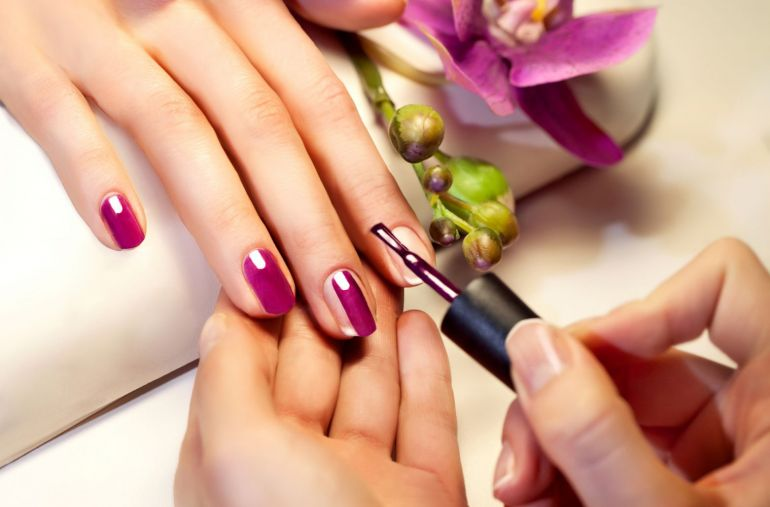 Профессиональное покрытие ногтей лаком