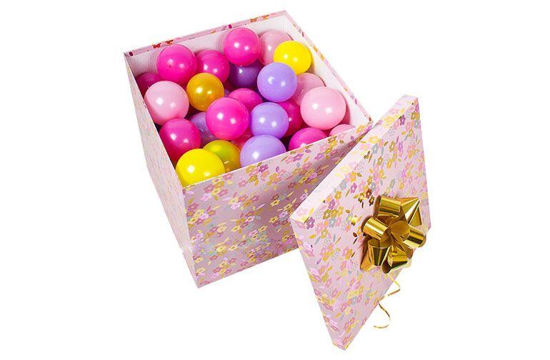 Шары в коробке. Подарок