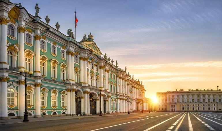 Почему Санкт-Петербурггород