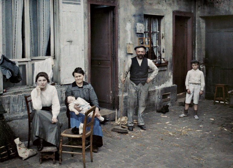 Франция, г. Париж (Семья в Рю дю Пот-де-Фер), 1914. © Музей Альбера Кана