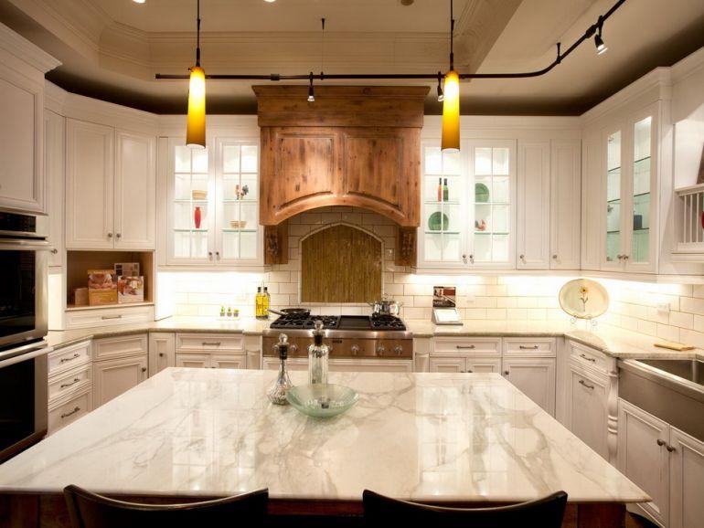 Кухня. Мраморный стол